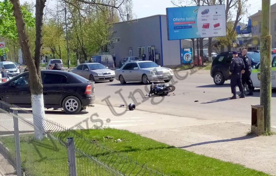 Foto // Accident rutier cu implicarea unui scooter în mun. Ungheni