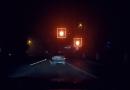 Video // În condiții de ceață și la culoarea roșie. Un şofer din Ungheni, filmat cum trece la roşu și cât pe ce să provoacă un accident