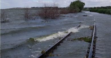 Apele râului Prut au acoperit în totalitate linia de cale ferată pe segmentul de cale ferată Cahul – Colibaşi