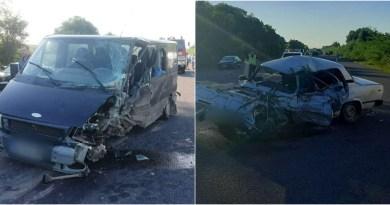 Foto // Accident rutier grav pe traseul R1 Ungheni – Chișinău. Un șofer a decedat și trei mașini au fost distruse