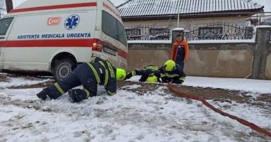 Salvatorii IGSU au deblocat o Ambulanță în care se află o pacientă de 98 în r. Taraclia