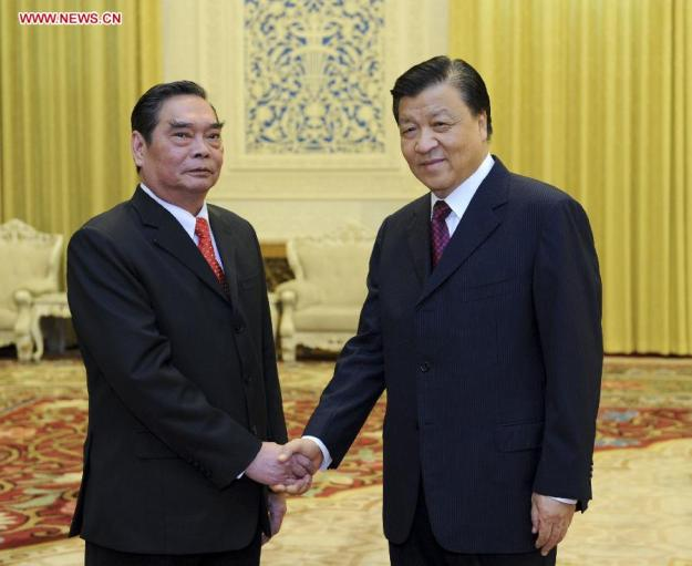 Liu Yunshan (R), a member of the Standing Committee of the Political Bureau of the Communist Party of China (CPC) Central Committee and secretary of the Secretariat of the CPC Central Committee, holds talks with Le Hong Anh, special envoy of General Secretary of the Communist Party of Vietnam(CPV) Central Committee Nguyen Phu Trong, also a Politburo member and standing secretary of the Secretariat of the CPV Central Committee, in Beijing, capital of China, Aug. 27, 2014. Xinhua Photo
