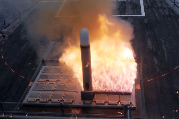 Tomahawk cruise missile launched from a MK 41 VLS tube on the USS Farragut (DDG-99) US Navy Photo