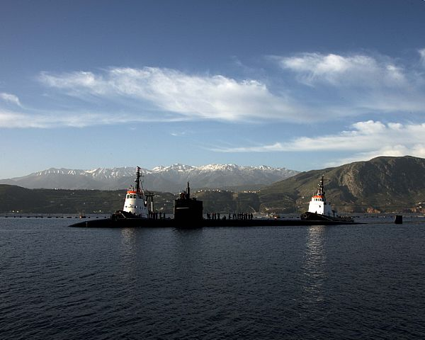 The Los Angeles-class fast attack submarine USS Newport News (SSN-750) arrives in Souda Bay, Greece Feb. 28, 2016. US Navy photo.