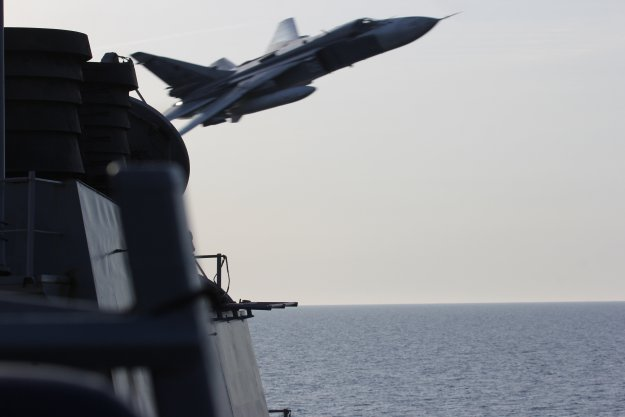 Video: Russian Fighters Buzz USS Donald Cook in Baltic Sea