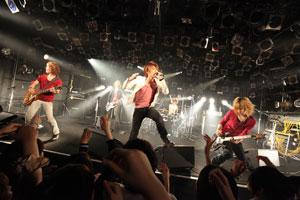 CMソングで注目のuniverse,渋谷でデビュー後初ワンマン!1位獲得の「ハルイロ」を披露!