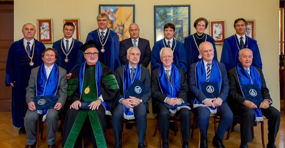 UTHSC's Dr. Gabor Tigyi was awarded an honorary doctorate from Semmelweis University in Hungary for scientific achievement and professional collaboration.