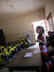 Daniels addressing a class of prisoners.