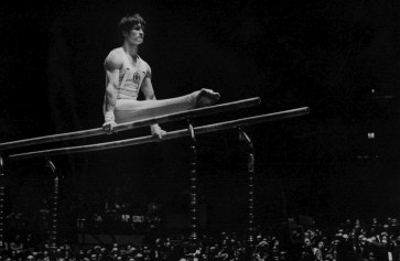 Whelan performing a routine on the parallel bars at Madison Square Garden in an 1973 exhibition with the men's and women's soviet team.