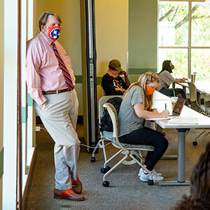 Tim Ezzell teaches class in the Howard H. Baker Jr. Center for Public Policy.