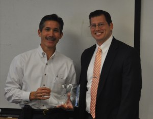Matthew Mench, head of the Department of Mechanical, Aerospace, and Biomedical Engineering, (right) presents Peter Hoffman (left) with the Accomplished Alumni award.