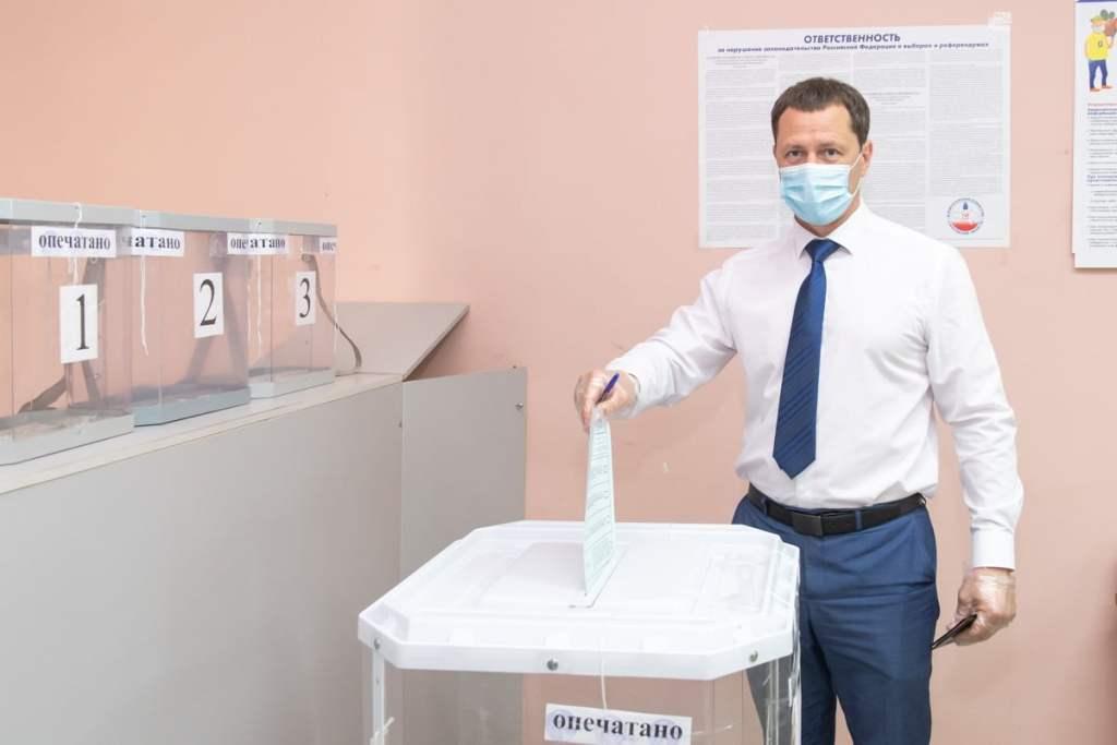 Дмитрий Романов проголосовал на УИК в первый день Выборов