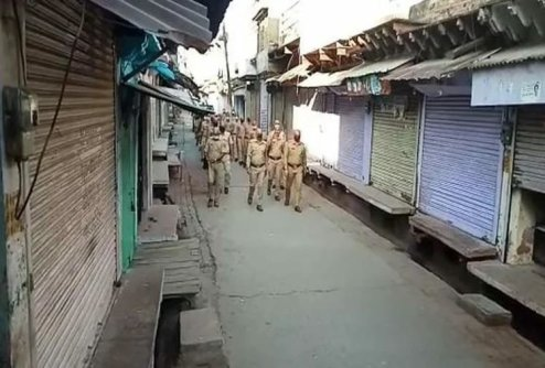 Agra Police: 75 policeman shaves their head to fight against Coronavirus