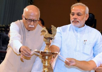 Modi meets Advani to get backing for new role