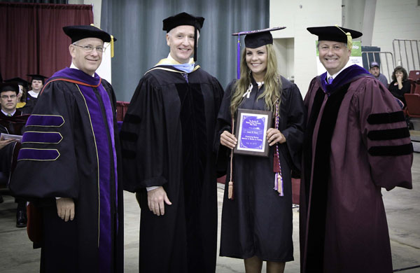 Laura Thorn receives Outstanding ASN Student Award at ...