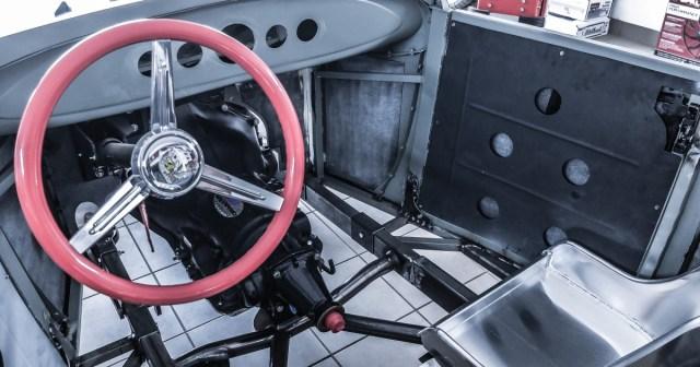 Karosserie und Motor