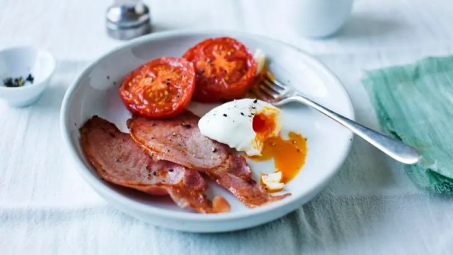 Poached eggs with bacon