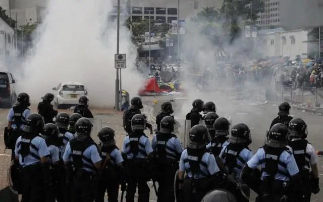 Hong Kong protesters turn violent