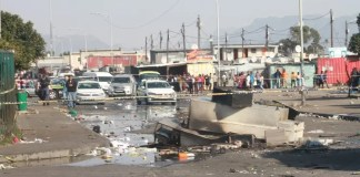 Violent looting in Cape Town