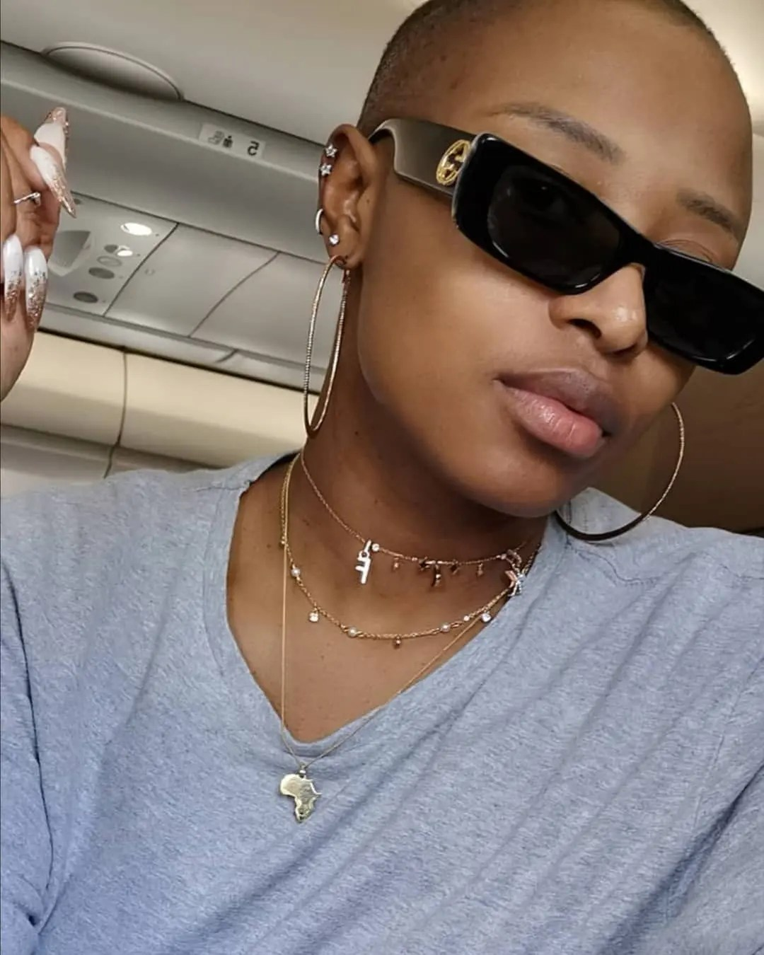 DJ Zinhle looks so hot in her new Bald look – Picture