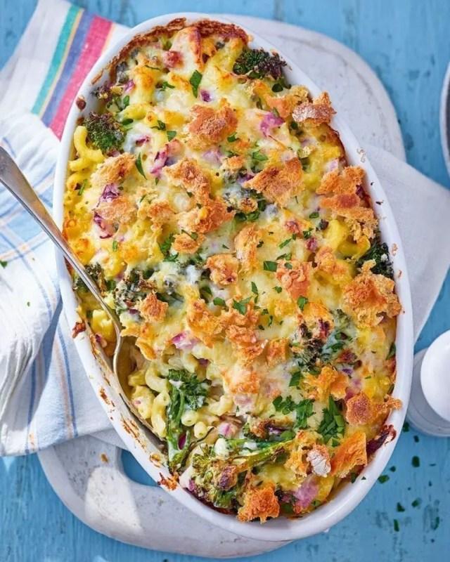 Tuna and broccoli pasta bake1