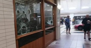 Somerset Mall store robbed