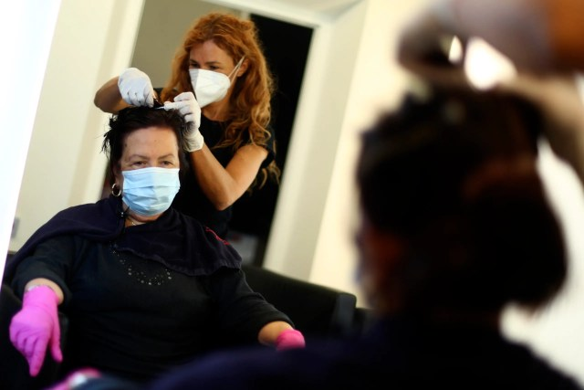 hair dresser with PPE