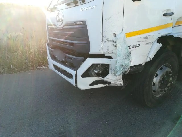 One injured in taxi vs truck Accident