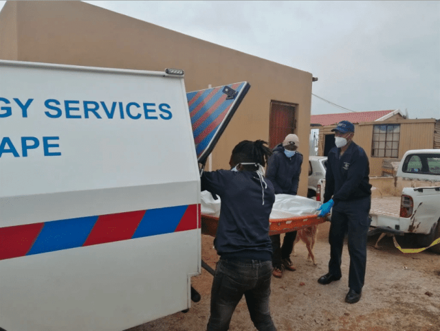 cops removing Ayanda body