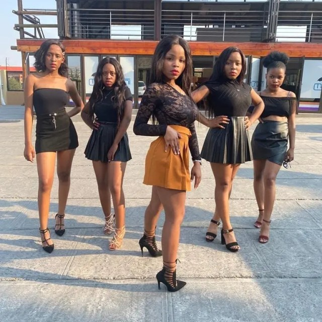 John Vuli Gate girls