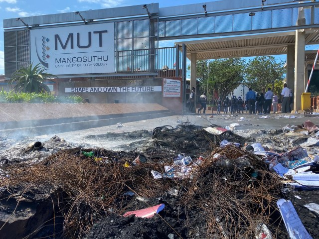 students clash with police at MUT
