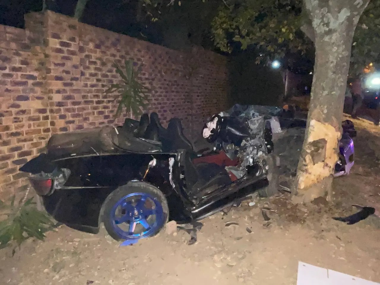Driver seriously injured after crashing into tree