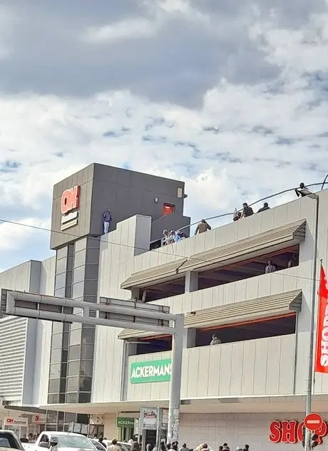 SA man attempts jumping from a building after shooting his Wife & her boyfriend