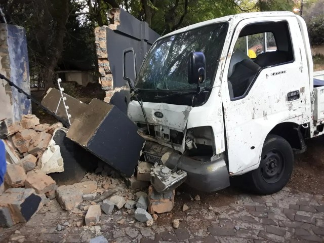 bakkie slams into wall