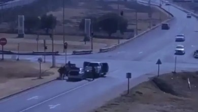Victim coming from bank robbed of cash on highway in broad daylight