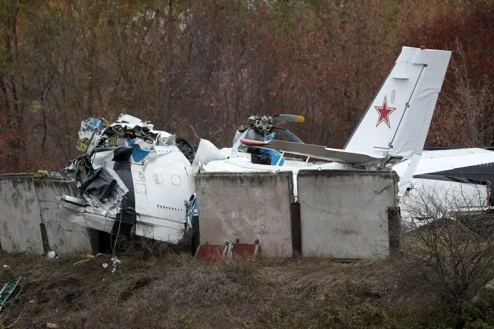 16 killed after Russian plane