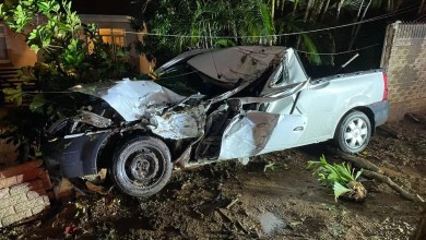 Driver dies after slamming into tree in Durban North
