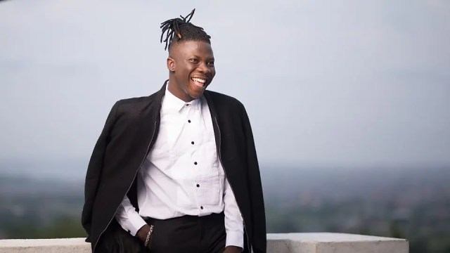 Video: Stonebwoy shows off new Range Rover and customized swimming pool