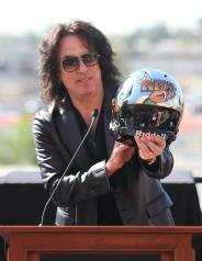 Kiss guitarist Paul Stanley shows of the helmet of the LA Kiss. Photo: Jevone Moore/News4usonlone.com