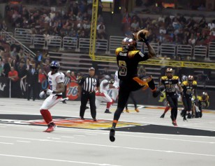 41 yard Pick 6 for DB Romeo Pellum in 1st half. Photo Credit : Jevone Moore / News4usonline.com