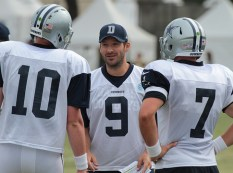 Tony Romo (center), giving the backup Quarterbacks so pointers.Photo by Jevone Moore/ Full Image360/ News4usonline.com
