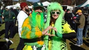 Oregon fever spreads across the Rose Bowl...Photo by Dennis J. Freeman/News4usonline.com