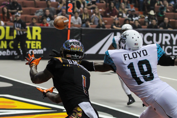 """LA Kiss Donovan """"Captain"""" Morgan with one of three touchdowns. Photo by Jevone Moore"""