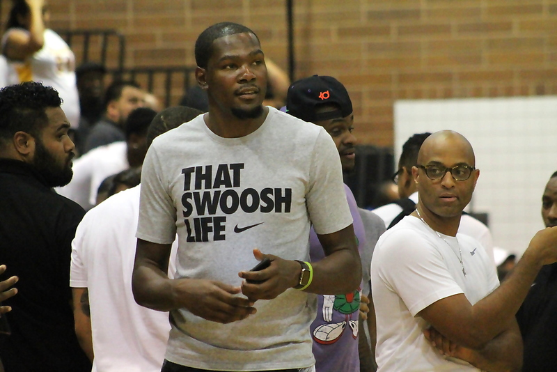 Oklahoma City Thunder star Kevin Durant made a surprise appearance at the Drew League final on Sunday, Aug. 9, 2015. Photo by Dennis J. Freeman