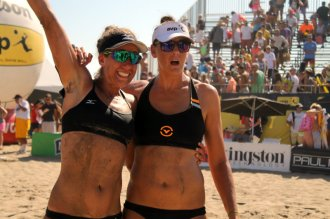 April Ross and Jennifer Fopma celebrate their victory at the Manhattan Beach Open on Sunday, Aug. 16, 2015. Photo by Dennis J. Freeman