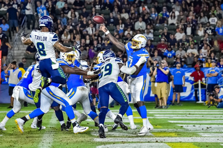 © Mark Hammond/News4usonline - Aug. 24, 2019 - Seahawks vs. Chargers - Seattle Seahawks quarterback Geno Smith (7) looks for an open reciever.
