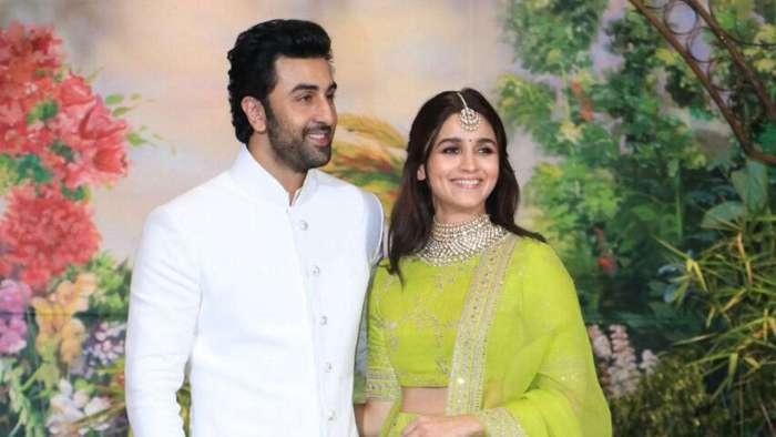 Ranbir Kapoor, Alia Bhatt spotted celebrating Diwali 2020 at her home