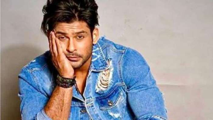 Sidharth Shukla consoles emotional fan at Chandigarh hotel, tells her 'mat ro'