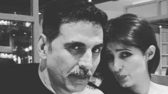Akshay Kumar twins in 'off-shoulder' outfit with wife Twinkle Khanna, wins netizens hearts