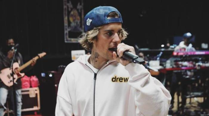 Justin Bieber records Christmas single with choir of doctors, nurses